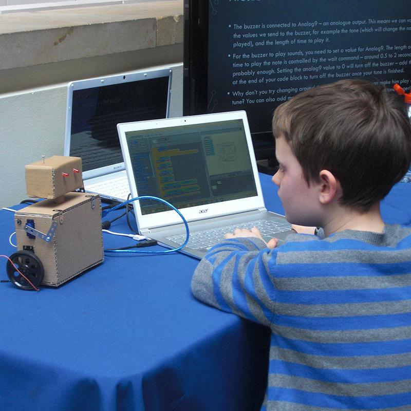 Hands-on Robots